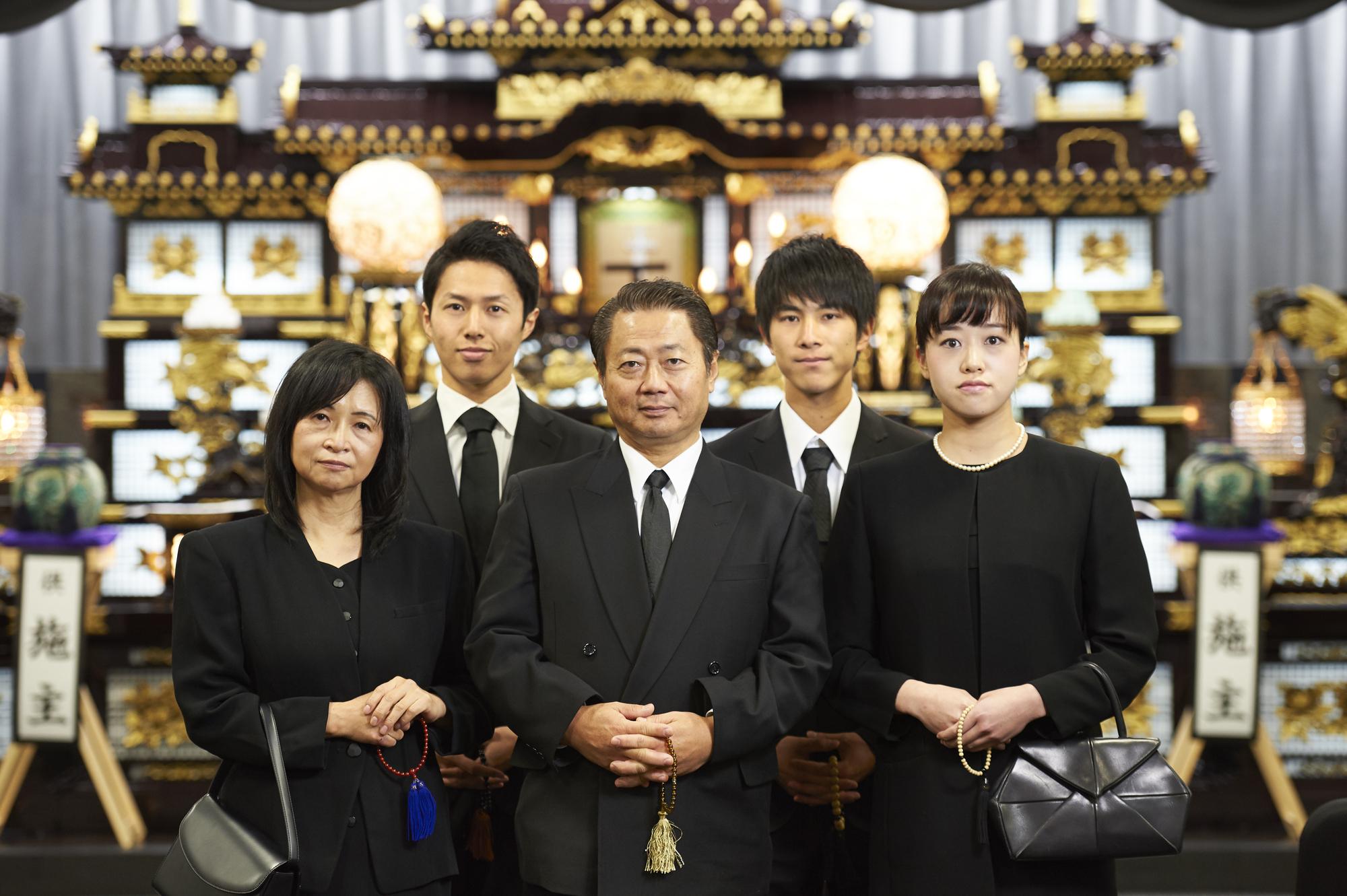 近年増え続ける「家族葬」とは?詳細な内容や気になる費用など一般葬と比較解説