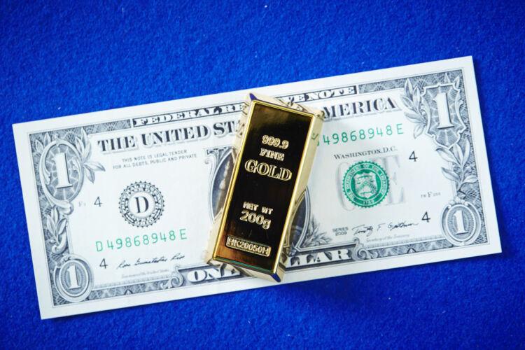 金は有事に強い
