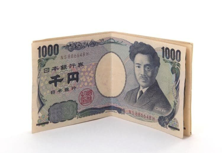 複数の紙幣は重ねてから折る