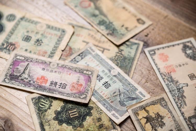 動物は最初のお札(日本銀行券)から登場