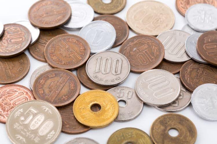 硬貨で100万円を集めると全く違った重さに!