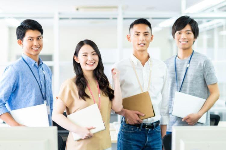 同僚や上司など社内の人へ渡すときの注意点