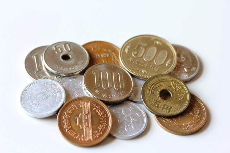 硬貨は金額によって違う素材が使われている
