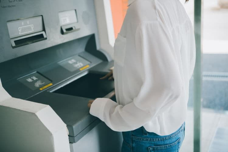 現金郵送にこだわらないなら銀行振込や個人間送金ができるアプリも