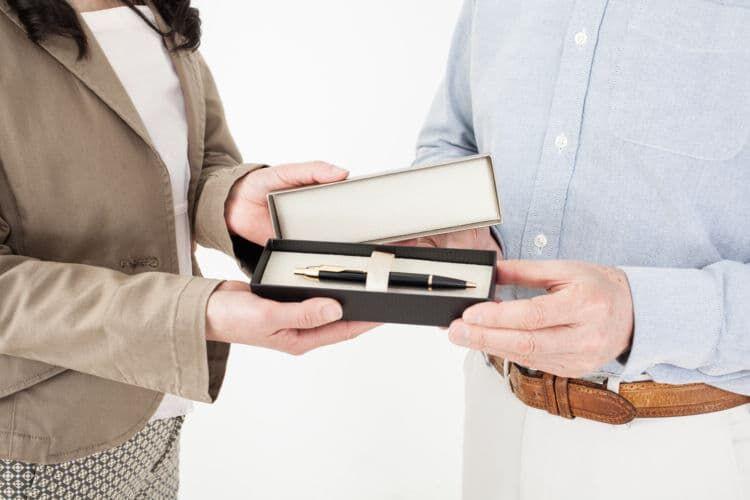 【男女共通】成人祝いに贈るプレゼントの例