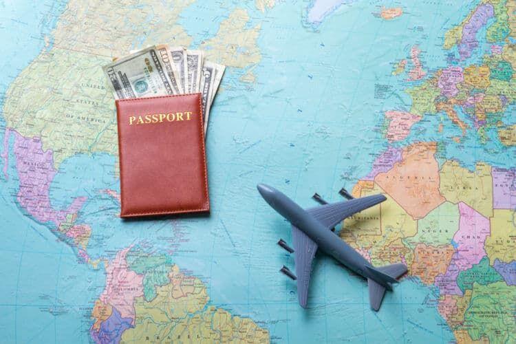 帰国航空券の購入費