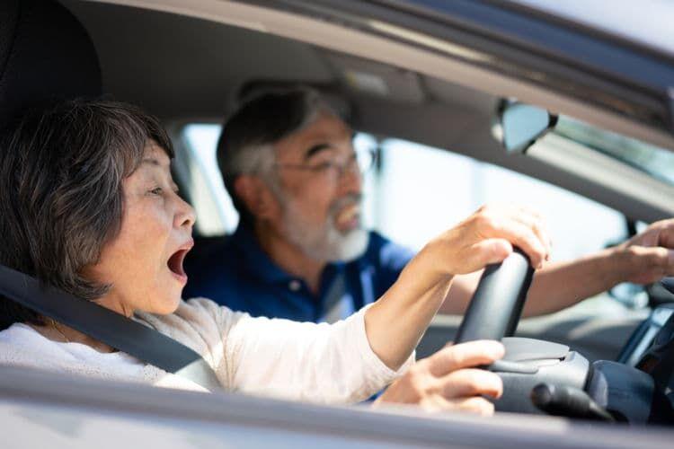 高齢ドライバーの事故はなぜ多発しているのか?