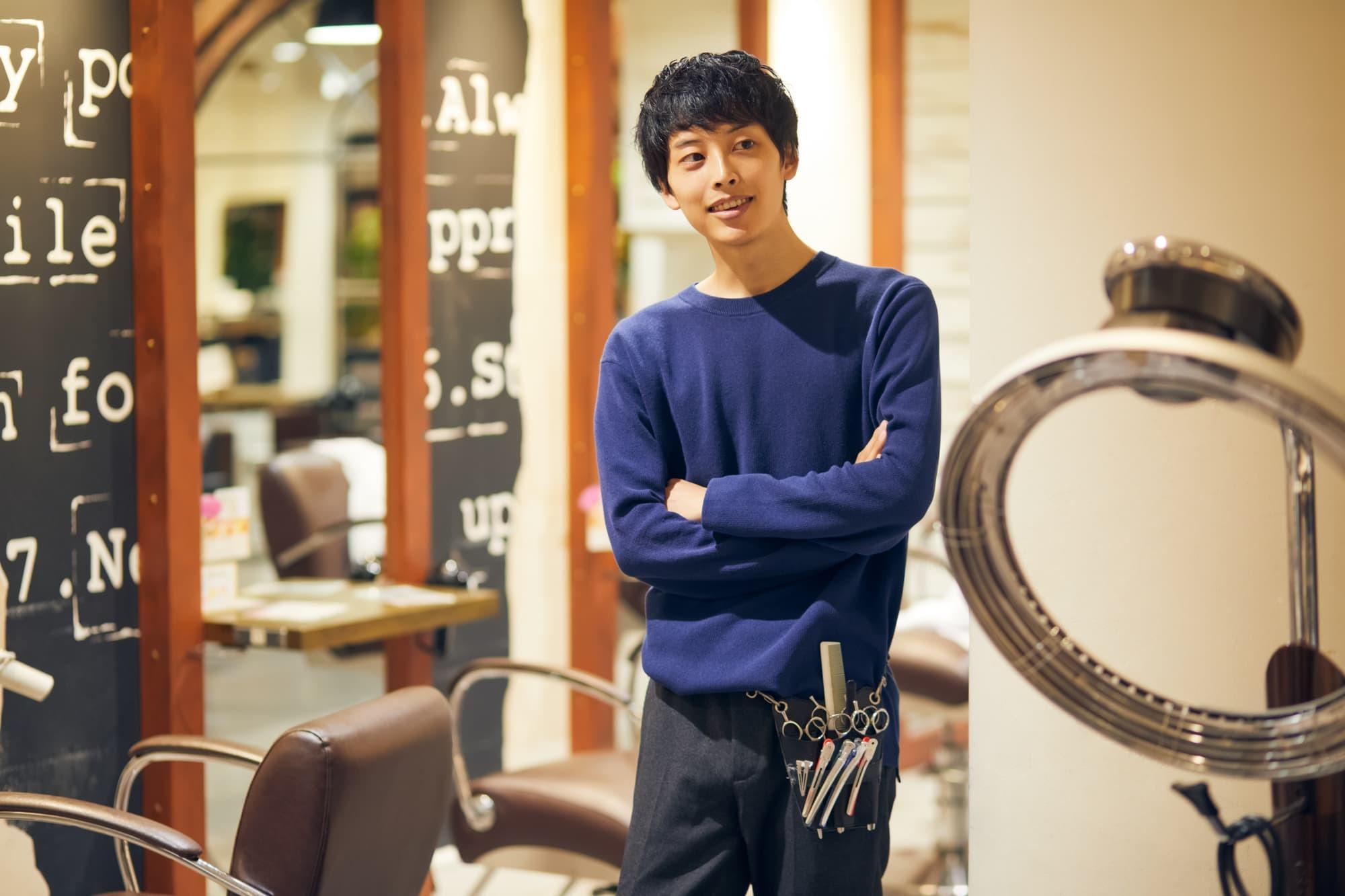 美容師の年収は376万円、ボーナスは0.02ヶ月分