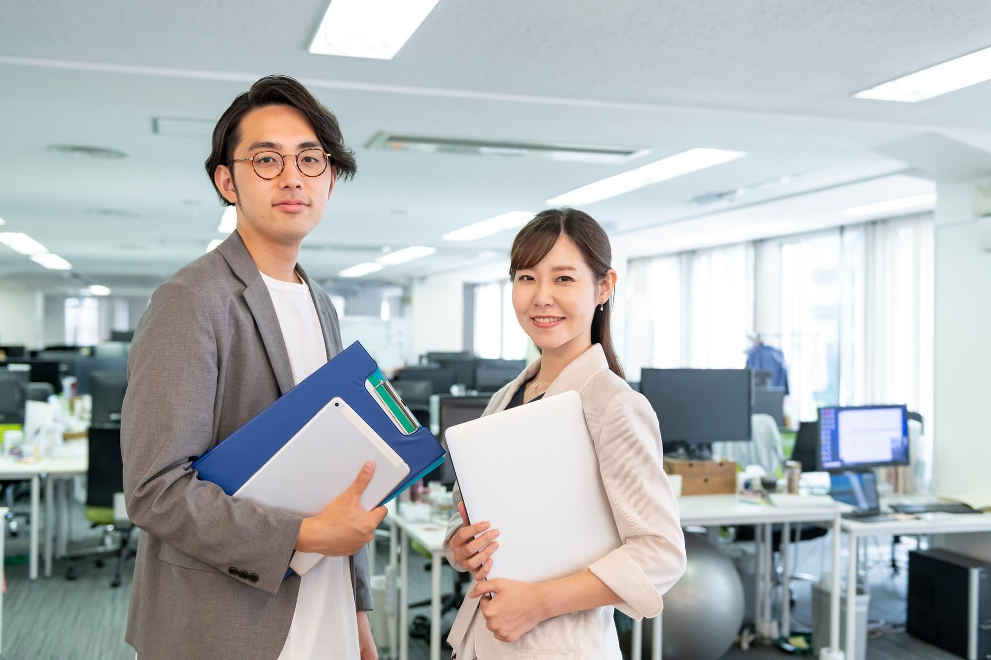 女性の年収は平均293万円。男性の平均より少ない理由は?