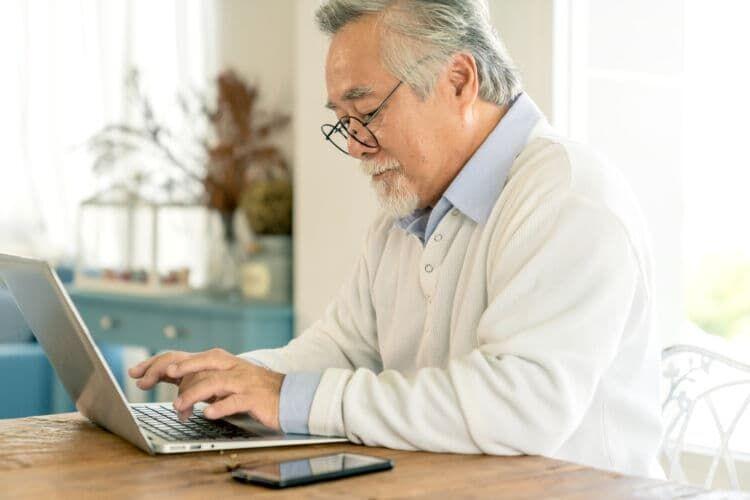 定年は何歳?60歳・65歳・70歳で変わる、知っておきたい定年とお金の関係